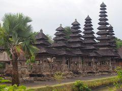 バリ島南東部の景勝地のタナロット寺院、田園地帯にあるタマン・アユン寺院など