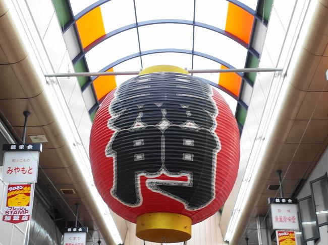 大阪の黒門市場で食べ歩き。<br /><br />わかっちゃいるけど楽しすぎ。<br />わかっちゃいるけどまるで食べきれない。<br /><br />☆わなかでたこせん<br />参照:千日前本店でたこせん<br /><br />☆なべじでミックスジュース<br /><br />☆おいででたまごサンド<br /><br /><br />