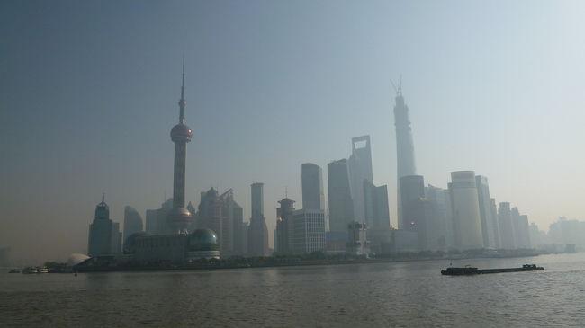 乗り継ぎの時間を利用して<br />上海観光!