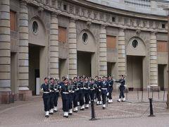 今年のGWは北欧のスウェーデンへ その11 意外と長い衛兵交代式は人がいっぱい
