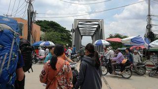 【カンボジア→タイ 徒歩国境越え】またもや待たされ、待たされ、ようやくパッタヤへ。。。でもこの街、ちょっと変です(・・?