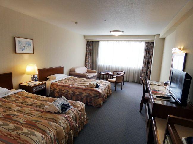 松代城址(海津城)の見学を終えて、この日1泊する信州松代ロイヤルホテルを訪ねます。<br /><br />ツアー客をはじめ一般客の集客に積極的なホテルですが、メンバーは13時からのチェックイン等、やや優遇されていて、ダイワロイヤルクラブメンバーズラウンジでドリンクを頂きながらチェックインします。<br />