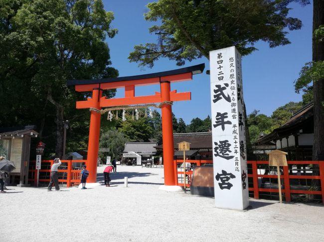京都定期観光バスの上賀茂神社と下鴨神社の特別参拝のツアーに参加してきました。<br />特別参拝ではまず神社の由来などのお話を聞き、一般では入れない御本殿の中に案内してもらって参拝できます。<br />価値のあるお話がたくさん聞け、今まで知らなかったことたくさん教えていただきました。<br />また、御本殿での参拝、やはりとても感動しました。