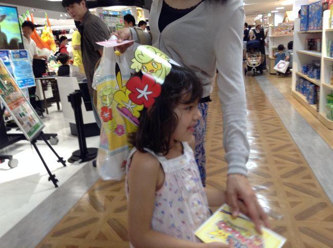 やはりおもちゃ大好き!Miaは、誕生月のプレゼント!<br />百貨店は、賑わっていましたよ!