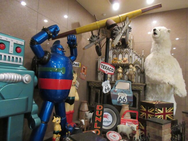 伊香保温泉から 水澤寺 水沢うどんの店々を抜けた辺りに有る <br />おもちゃと人形 自動車博物館<br /><br />結構 見応えあると 人気らしいのですが<br />今回 初めて訪問です!<br /><br />「永遠の少年の心を持った人 」食いつきましたねぇ~(^ ^)<br />目をキラッキラさせて 喜々としていたので<br />思わず 予定外に 旅行記に記録を残してしまいました~((o(^∇^)o))