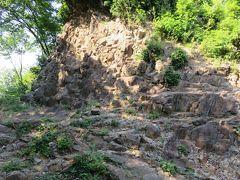 2018春、北関東の名城巡り(6/21):5月22日(6):金山城(2):旧道の上の登山道、物見台、館跡、総石垣の山城、礎石、石畳