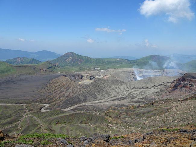 土曜日は西日本の天気が良さそう&4月下旬に入山規制解除された阿蘇山が再規制されないうちに登っておきたいということで、直前に計画して熊本県の阿蘇山に登ってきました。火山活動の状況によっては登山禁止になる可能性もある点が心配でしたが、幸い当日は規制されておらず、火口を見学することもできました。<br /><br />熊本県は今春に祖母山と高千穂峡に行った際に通過はしましたが実質初めて。2016年4月の熊本地震で被災し復旧工事中の熊本城にも立ち寄ってみました。<br /><br /><行程><br />→益城インター口7:10(高速バス)<br />益城インター口7:28→阿蘇駅8:53(産交バス・やまびこ号)<br />阿蘇駅9:20→阿蘇山西駅9:55(産交バス・阿蘇火口線)<br />阿蘇山西駅9:53-10:08中岳火口10:16-11:02中岳11:04-11:18高岳11:19-11:35高岳東峰11:39-12:01中岳12:05-12:56阿蘇山西駅12:58-13:25草千里(徒歩)<br />草千里15:55→阿蘇駅16:20(産交バス・阿蘇火口線)<br />阿蘇駅16:30→通町筋18:19(産交バス・やまびこ号)<br />辛島町19:59→熊本駅前20:11(熊本市電A系統)<br />熊本20:35→博多21:07(九州新幹線)<br />博多バスターミナル22:25→(高速バス)<br /><br /><日本百名山登山記録><br />https://4travel.jp/travelogue/11346539