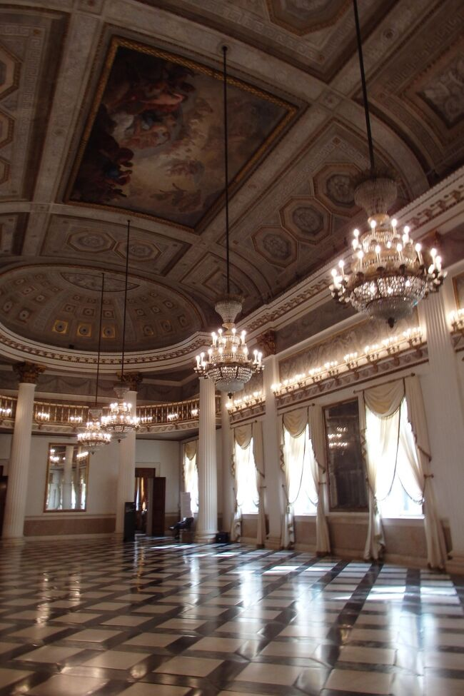 ドゥカーレ宮殿のあとは、共通チケットで入ることのできるところに行ってみましょう。隣りにあるコレール美術館へ行ってみます。<br /><br />606冊目 2021/05/15投稿