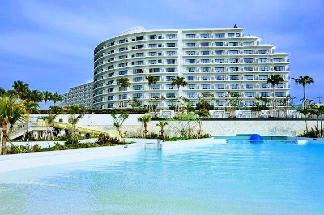 【初夏の沖縄旅】<br /><br />本島南部のドライブ後、<br />1泊目のホテルがある恩納村へ。<br /><br />2013年に新規開業した、<br />「ホテルモントレ沖縄スパ&リゾート」の宿泊記です。<br /><br />客室やプール・温泉・ビーチなどの各施設を、<br />写真中心にリポートします。<br /><br /><br />【今回の旅行記の目次】<br /><br />初夏の沖縄旅 (1) ホテルモントレ沖縄 スパ&リゾート 宿泊記<br />この旅行記<br /><br />初夏の沖縄旅 (2) ザ・テラスクラブ アット ブセナ 宿泊記 【前編】<br />https://4travel.jp/travelogue/11372242<br /><br />初夏の沖縄旅 (3) ザ・テラスクラブ アット ブセナ 宿泊記 【後編】<br />https://4travel.jp/travelogue/11372268<br />