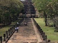 2018年ベトナムラオスタイ研修旅行18 天空のパノム・ルン遺跡を見る