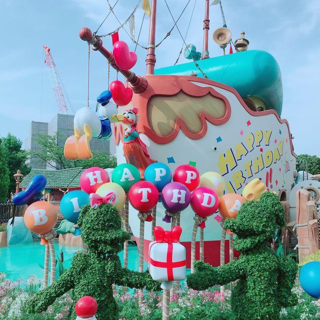 ずっと行きたくてウズウズしていた<br />35周年のディズニーランドへ。<br /><br />6月ならまだすいてるかな?とおもったけど<br />梅雨の晴れ間、そうはいかなかった。<br /><br />今回は35周年パレードを筆頭に<br />七夕やドナルド誕生日など私にとっては初ものイベントが目白押しです。<br /><br />さぁ、全力で楽しみますよ~♪<br />