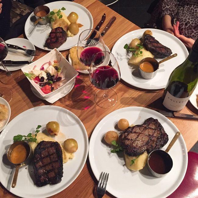 JALのマイルでシドニーに行ってきました。一緒に行ったのは同僚であり旅友のEちゃん。今回はEちゃんのお友達2人も同じ時期にシドニーに行くというので、現地で一緒にご飯を食べたりしました♪<br />