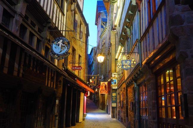 以前から一度行ってみたかった、フランスの絶景「モンサンミッシェル」。<br />今年の冬にお得な航空券を探していたら、たまたまアシアナ航空が5万円(諸税別)でヨーロッパ路線を販売していることを発見!<br />これはチャンス!ということで、モンサンミッシェル目的のフランス旅行を決断!<br /><br />日程的には、いささか弾丸の3泊5日ではあったけど、<br />モンサンミッシェルでは対岸に1泊し、昼間はもちろん夕暮れや早朝の幻想的な景色も堪能することができました。