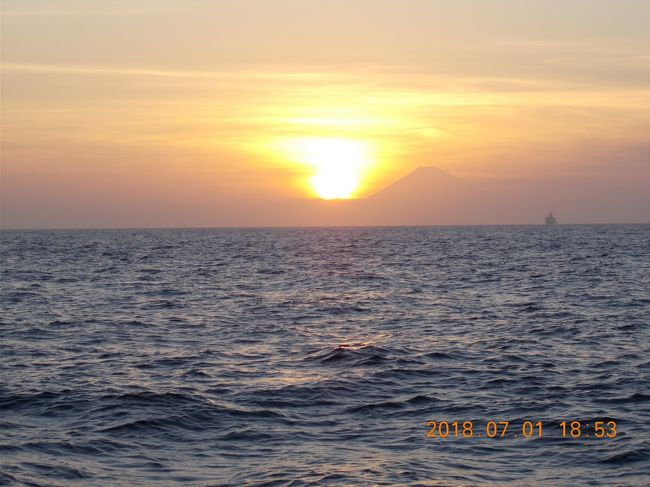 早めの梅雨明け<br />陸は暑いが沖は涼しい<br />釣り物もいろいろ<br />時々風景も<br />出船増殖中