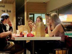 外食   ケアンズ      幸せは  マクドナルドに いただきましょう。    2018