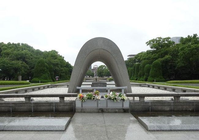 一日目:広島市内観光、二日目:厳島神社の一泊二日。<br />広島空港から公共交通機関利用しました。<br />広島は大都市でした。<br /><br />そして、その都市規模などから原爆の投下地に選ばれていたこと。<br />一日目の午後は資料をじっくり見てきました。<br />平和への思いを新たにしました。