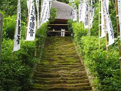 杉本寺 苔の階段が余にも美しい! 鎌倉随一の古寺。上がって仏像を拝見出来る観音堂。
