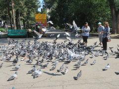 カザフスタン 「行った所・見た所」 アルマトイ市内に宿泊して翌日「中央バザール」と「28人のパンフィロフ戦士公園」に