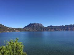 雲南省濾沽湖を巡る