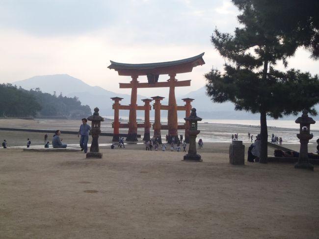 娘が高校2年生となり、恒例の修学旅行に行っている間も夫婦旅行に行きました。今年は10月ではありますが結婚25周年(銀婚式)となり、奮発して「JRフルムーンパス」を使って、グリーン車の旅にすることにしました。5日間有効で2人分で82800円。<br /> 行き先は、娘が山口・広島へ行くので、中国方面に行くことになり、せっかくなので道後温泉も行きたいね、ということになり、以下のコースで旅行をしました。<br />1日目:尾道散策・ラーメン食べよう→しまなみ海道を通って→道後温泉・泊まって宇和島鯛めし。<br />2日目:広島原爆ドーム・お好み焼き食べよう→宮島・カキとあなご飯食べよう→広島で泊まる。<br />3日目:倉敷散策・フルーツ食べよう→帰宅。