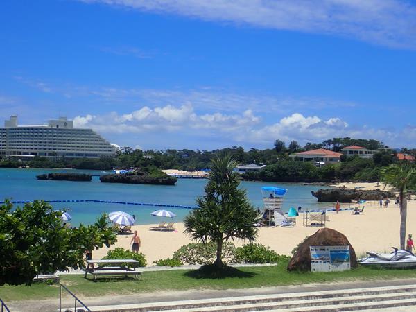 夏リゾート沖縄(13)万座海浜公園ナビービーチでランチ、「ひとやすみ」ダイビングの後は「おんなのえき」でもぐもぐタイム