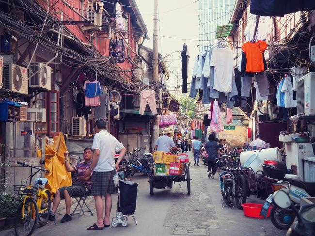 HISツアー上海3日間29,800円+ホテル指定5,000円の旅。<br /><br />土曜AMに成田発のエアチャイナにて午後に上海入り。<br />はじめての中国、はじめての上海で、そびえ立つ高層ビルや住宅群に圧倒されながらホテルへ。<br /><br />空気のせいなのか、ホテルに着いてすぐ喉が強烈に痛くてたまらない。<br />飴がないとこのあとがツライ…<br /><br />● 6/2 成田→上海<br /> 6/3 杭州 西塘<br /> 6/4 上海→成田<br /><br />1人民元≒17円換算