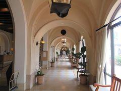 夏リゾート沖縄(18)ホテル日航アリビラのおさんぽ・ショップやパティオやアリビラ名物の回廊をめぐります
