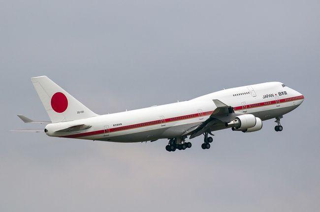 日本国政府専用機のB747-400は今年度で退役が決まっており、今年が基地祭に参加するのは最後と言うことで、一度は戦闘機との編隊飛行を見ておきたいと事で渡道を決定。<br /><br />しかし、夏休みとあって、ホテルは高いし、LCCでも1万超えており、マイルの特典枠も都合のいい便で予約するのが難しかったことから、何十年ぶりかの「飛行機を使わない渡道」を決断、「北海道&東日本パス」とフェリーを利用して行ってきました。<br /><br />北海道滞在18時間と言うことで短い時間でしたがそれなりに楽しんでくることが出来ました。<br /><br />