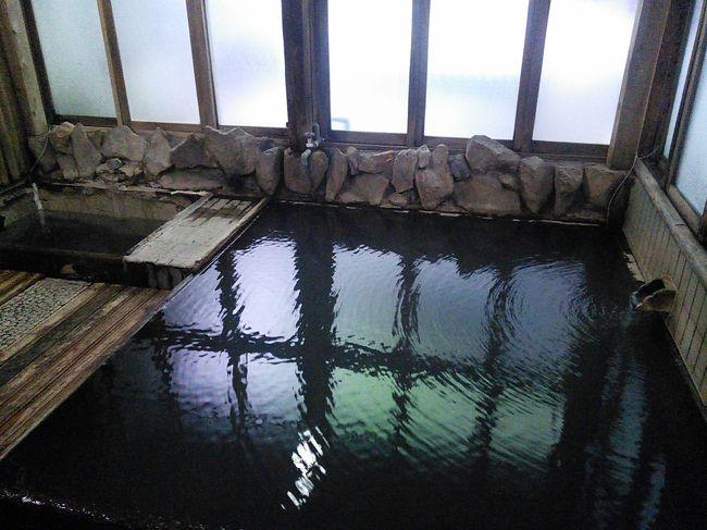 《車中泊第8弾》<br />2018年7月、南紀の温泉と那智の火祭りに行ってきました。<br /><br />【1~2日目】<br /> 火祭りのある那智はチト遠いので、道中にある温泉に寄りながら向かいます。<br /> 十津川・湯泉地温泉に立ち寄り、湯の峰温泉と川湯温泉も堪能しました。<br /><br />---------------------------<br />【全日程】<br />D1  7/12木  自宅~十津川・湯泉地温泉~湯の峰温泉~川湯温泉<br />               泊:道の駅 奥熊野古道ほんぐう<br />D2  7/13金  湯の峰温泉×2~川湯温泉~那智の滝  泊:那智大門坂P<br />D3  7/14土  那智の火祭り~勝浦温泉      泊:道の駅 なち<br />D4  7/15日  勝浦温泉・ホテル浦島    泊:道の駅 熊野きのくに<br />D5  7/16月  那智~上北山村・小処温泉~帰宅