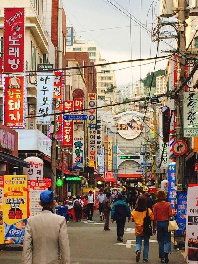 去年の11月以来、2回目の釜山旅行。<br /><br />航空券 28400円(二人で)<br />宿泊費 16662円(二泊)<br /><br />今回は、美味しい物をいっぱい食べて、カジノで遊んで、ショッピングしてすごく充実した旅になりました。<br />既に有名なお店ばかり巡った旅でしたが、自分の口には合う合わないもあったり、楽しかったです。でも、もっと写真を撮っておけば良かったな。<br /><br />