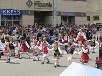 ブルガリア・ルーマニア 10日間 � ブルガリア カザンラクの谷 バラ祭り