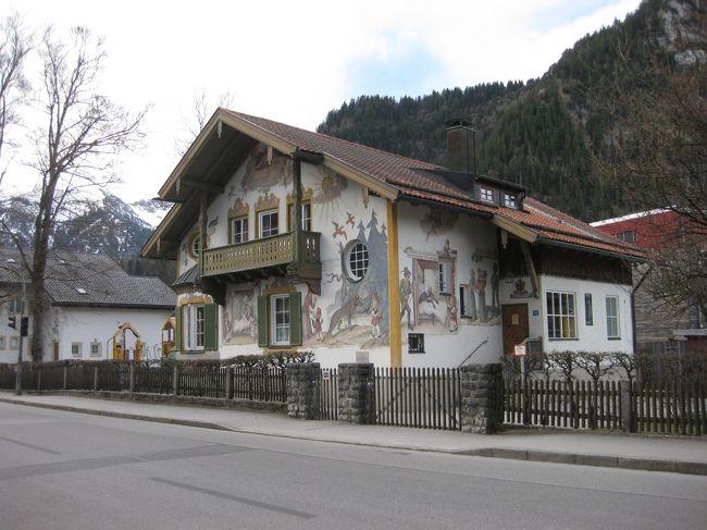 4/11(水)<br />ランツベルクからミュンヘンに戻り、ホテルで荷物をピックアップ。<br />オーバーアマガウに移動します。<br />15:32発のDBは Oberau からバスの便になります。<br />ミュンヘン15:32→16:43 Oberau16:54→17:19オーバーアマガウ着。<br /><br />