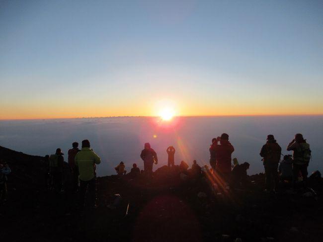 富士登山に初挑戦です。<br />そんじょそこらの、旅行とは訳が違います。<br />とてもエキサイティングで、感動しました。<br />初日は、富士宮口5合目から、元祖7合目、山口山荘までで宿泊。<br />翌日の早朝に、頂上まで目指して頂上富士館で宿泊。<br />3日目に下山しました。<br />天候にも恵まれており、晴れ間で快適でした。<br />富士登山ツアーで行きましたが、初日と最終日が登山ガイドが付きました。<br />中日の2日目は、登山ガイド無しの、自由行動フリー登山です。<br />心配していた高山病なども、特に心配ない様子でした。<br />しかしながら、とても登りが険しく苦労をしました。<br />ご来光も見れて、大満足です。<br />この時期でも、山頂付近は気温も低く、特に早朝や夜間は平均気温が、何と5度ぐらいです。<br />日によっては、零度以下のマイナスになる時も有るそうです。<br />なので、フリースや薄めのダウンジャケットなどの、防寒着は必須です。<br />登山中でも、長袖と長ズボンなどの着衣は基本のようです。<br />装備を充実させていないと、せっかくの富士登山も快適性が失われていきますので、危険性も増します。<br />そんなに、簡単に登頂できるほど甘くは無いのが、富士登山と言えます。<br />今回の初登頂で、色々と学ばせて頂きましたし、感動もしましたし、感謝しています。<br />もう既に、次回の検討も徐々に計画をして行きたいと考えており、登山ガイド付きツアーが一番お薦めできると思います。<br />