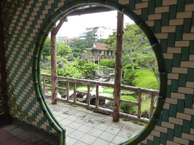 今年の夏休みはどこへ行こうかいろいろ検討して結局は妻の実家のある台湾へ。<br />夏の台湾は暑くて敬遠していたけれど、まあ今の日本も暑いので、一緒だろうと。<br />今回は鉄道(台鉄)で台湾一周する計画を立てて、私は約2年半ぶり、妻子は4ヶ月ぶりの訪問です。<br /><br />【旅程】<br />今回の旅行記★印<br />●7/23 ★出国→台北<br />●7/24 台北→宜蘭・羅東・礁渓<br />●7/25 礁渓・宜蘭→台東<br />●7/26 台東→高雄<br />●7/27 高雄→彰化→台北<br />●7/27 台北<br />●7/29 台北→帰国