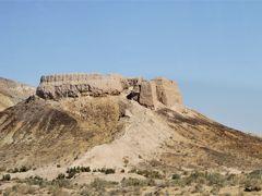 チャーター便で行くウズベキスタン周遊の旅 11 カラカルパクスタン共和国に点在する古代ホラズム王国のカラ(都城跡)
