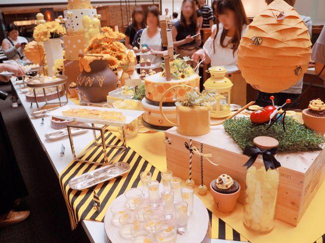今日は前から楽しみにしていたスイーツブッフェ&#9825;ハチミツとチーズが主役のブッフェです。<br />ストリングスホテル東京は初めて!<br /><br />めちゃくちゃ期待していきました。<br />めっちゃ楽しくて美味しくて最高でした。<br /><br />そのあと、なぜか上野に行ったり阿佐ケ谷で七夕祭りを見たりと<br />猛暑にも関わらずウロウロしてしまった1日。
