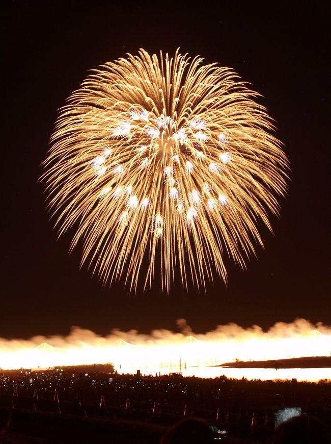 毎年楽しみにしている「長岡まつり」の花火大会、天候の心配をすることもなく、猛暑続きの夏、8月1日の平和祭りから2日、3日の花火大会まで大いに楽しみました。<br /> 昭和20年8月1日夜10時30分、長岡はB29による空襲で多くの方が亡くなられ、翌年から「復興祭」として始まったお祭りが「長岡まつり」になっています。花火大会の歴史は明治時代から行われてはいたのですが、その後長岡まつりに花火が打ち上げられるようになったのです。