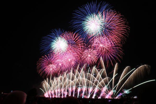 長岡在住の友人に招待され、日本三大花火大会のひとつ長岡花火大会へ。<br />毎年長岡の花火大会は曜日に関係なく8月2、3日の2日間開催されます。<br />数年前に土、日開催された年があり、冗談で「今から行くからよろしく~」なんて言って行かなかったことを後悔していました。<br />また土日開催される年まで待とうかと思っていましたが、思いがけないお誘いで金曜日は有休をとり長岡へひとっ飛び!<br /><br />長岡の花火を観に行けなかった方、今年はまだ花火を観ていないという方、是非この旅行記で行った気分になっていただければ幸いです。