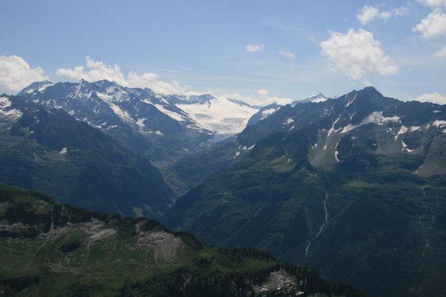 マイリンゲン近郊のプランプラッテン(アルペンタワー)展望台から片道1時間のバルメレックホルンまでを往復します。標高2200m前後のコースを歩く気持ち良い高原ハイキングです。