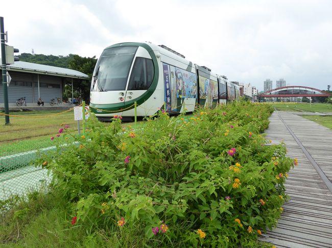 今年の夏休みはどこへ行こうかいろいろ検討して結局は妻の実家のある台湾へ。<br />夏の台湾は暑くて敬遠していたけれど、まあ今の日本も暑いので、一緒だろうと。<br />今回は鉄道(台鉄)で台湾一周する計画を立てて、私は約2年半ぶり、妻子は4ヶ月ぶりの訪問です。<br /><br />【旅程】<br />今回の旅行記★印<br />●7/23 出国→台北<br />●7/24 台北→宜蘭・羅東・礁渓<br />●7/25 礁渓・宜蘭→台東<br />●7/26 ★台東→高雄<br />●7/27 ★高雄→彰化→台北<br />●7/27 台北<br />●7/29 台北→帰国