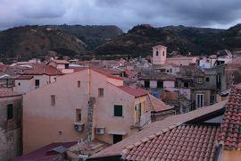 美しき南イタリア旅行♪ Vol.73(第3日)☆Tropea:ホテル「Palazzo Mottola」屋上テラスから黄昏の旧市街♪