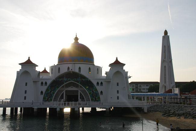 マレーシアのボルネオ島とクアラルンプールへの家族旅行。ボルネオ島ではリゾートホテルで自然と水遊びを満喫。クアラルンプールでは電車・地下鉄・無料バス等を利用した観光をしました。<br /><br />1日目:移動。クアラルンプール乗換えでボルネオ島へ。<br /><br />2日目:ホテルにてフリー<br /><br />3日目:高速ボートでサピ島<br /><br />4日目:キナバル国立公園ツアー<br /><br />5日目:ホテルにてフリー<br /><br />6日目:クアラルンプールへ移動<br /><br />7日目:マラッカ鉄道ツアー<br /><br />8日目:KLタワー、水族館、競馬