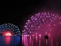 諏訪湖花火を桟橋席の一番前から見る。