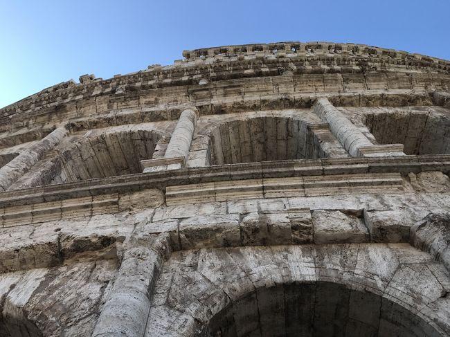 イタリア一人旅 アシアナ航空で関空~インチョン経由でローマ入り。<br />・ローマ3泊~列車でフィレンツェ移動<br />・フィレンツェ2泊~ピサ日帰り~列車でベニス<br />・ベネツィア1泊<br />ベネツィアからインチョン経由で関空へ戻るという周遊してきました。<br />夏のローマは大阪より暑い!<br />緯度は北海道より上だから、、となめてました。