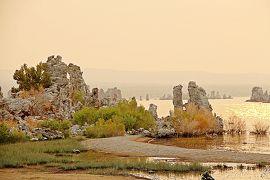 湖に還る幻想宮殿 - 偽りの絶景:Tufa / ヒトの驕りが齎した暁の惑星【インヨ森林公園(モノ・レイク)  America Geo旅-2 】