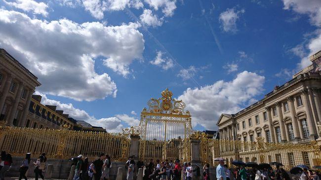 1日目はモンサンミッシェル泊<br />2日目はパリに移動します。<br />この日はヴェルサイユ宮殿の見学と、バスで世界遺産のセーヌ川、シャンゼリゼ通り、凱旋門、エッフェル塔をまわりました。
