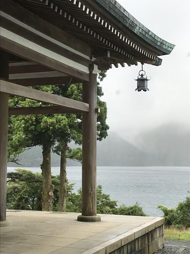 毎年、夏と春は自分の両親と<br />GWとクリスマス付近は義理両親と旅行に。<br />今年の夏は箱根に両親、私、娘(9才)と。<br />毎年夏の旅行は主人は仕事の為<br />一緒に行けません。<br /><br />台風の影響で翌日は雨の為に写真が少ないですが<br />最後までお付き合いいただけたら嬉しいです。