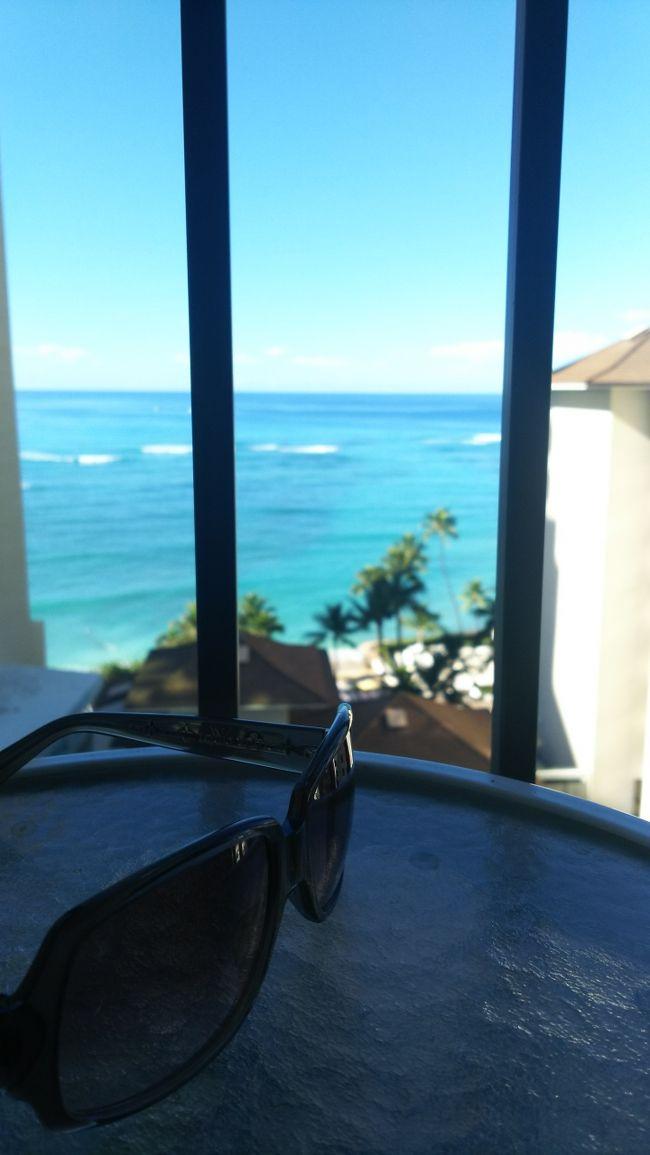 ハワイ記ラストです。ハワイは噂通り買い物天国でした。女性に人気なのもうなずけます(*´ω`*)<br />一方で、実弾射撃、ハワイ島の火口見学など貴重な体験もできる場所で、素晴らしかったです!<br />友達との旅行もいいものですね★<br /><br />写真コメント:ホテルの部屋からの景色。インスタやってないけどかっこいい写真撮りたくて何度もサングラスの位置を変えてみたり・・・とりあえず満足の一枚です(笑)