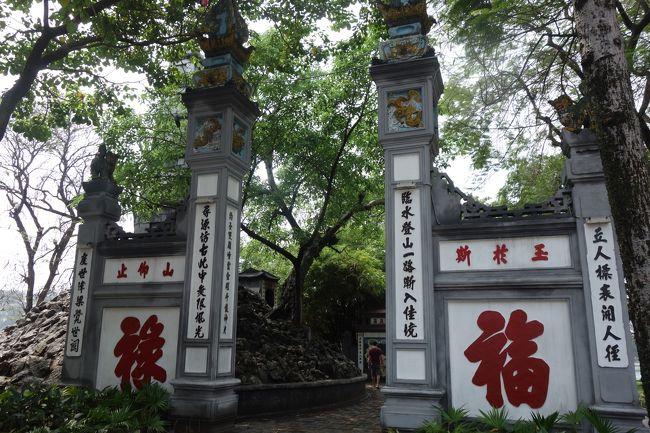 ベトナムは1回目にホーチミン、2回目にダナン・ホイアンに行って、今回は3回目のベトナムで初めてのハノイ旅行です。2日目は、ホーチミン廟、一柱寺、ホアンキエム湖、玉山祠などを見て、それから、ハロン湾へ向かいます。