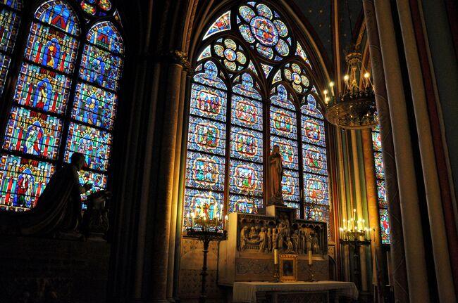 3ヵ月間パリをリサーチしたら、行ってみたい場所が沢山!<br />午前中は「コンコルド広場」「アレクサンドル三世橋」「エッフェル塔」「ボン・マルシェ」「奇跡のメダイ教会」と巡ったけど、ちょっとタイムロス感。<br />少しペースを上げなきゃ!<br /><br /><br />【イタリア,フランス10日間の旅日程】<br />(2011年7月現在;1ユーロ=110円)<br /><br />7月21日;関西空港から出国し、イタリアのヴェネツィアに到着。<br />   22日;ヴェネツィア観光、午後からフィレンツェ移動。<br />   23日;フィレンツェ観光、午後からピサ広場を観光しローマへ向かう。<br />   24日;バチカンとローマを観光、午後からフリータイム。<br />   25日;朝からフランスへ飛び、モンサンミッシェルへ向かう。<br />   26日;モンサンミッシェル観光、午後からパリ移動。<br />   27日;パリ観光、午後はヴェルサイユ。<br />   28日;一日中フリータイム。<br />   29日;帰国の途に就く<br />   30日;関西空港到着後、福岡空港乗継し自宅到着。<br />